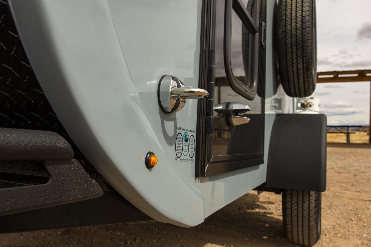 Lateral view of trailer door.